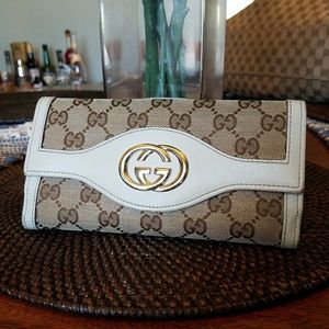 Authentic Gucci Beige Canvas GG Bi-fold Leather W